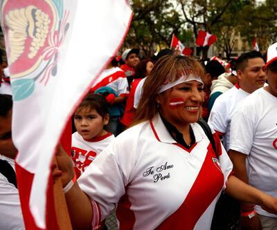 Peru taraftarı kendiden geçti