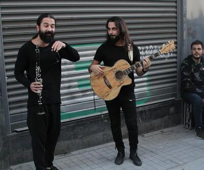 Geldiğim yeri unutmadım deyip İstiklal'de şarkı söyledi