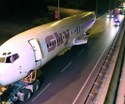 Yolcu uçağı karayolundan böyle taşındı
