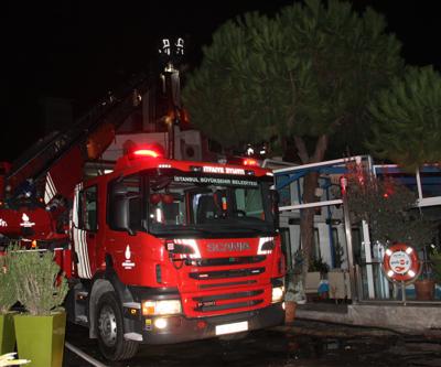 Bakırköy'de balık restoranı yandı