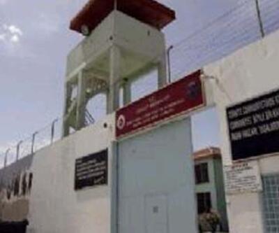 Cezaevi müdürüne suikast girişimi önlendi