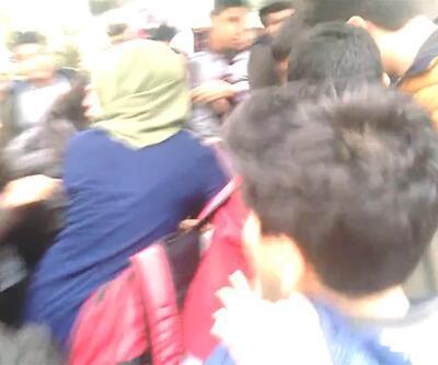 Ortaokul öğrencisi kızlar, saç saça kavga etti, erkekler tezahürat yaptı!