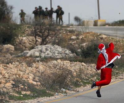 Filistinli Noel Baba, İsrail askerlerini taşladı