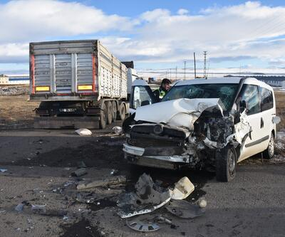 Askeri araç ile TIR çarpıştı: 7 asker yaralı