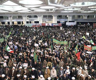 İran'daki protestolarda rejim yanlıları da sokakta