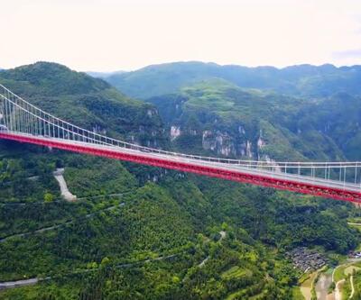 Çin'deki bu köprü bulutların üstünde
