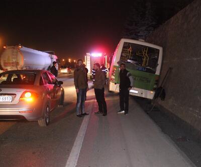 İzmit'te yolcu midibüsü su kanalına düştü