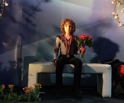 İzmirli 12 yaşındaki Efe buz pateninde dünya rekoru kırdı, Altın Kitap'a girdi