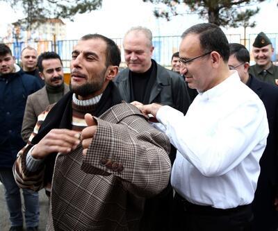 Bozdağ ceketini vatandaşa hediye etti