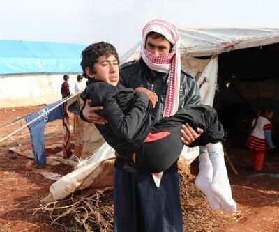 Engelli oğlunu kucağında taşıyarak bombalardan kaçtı
