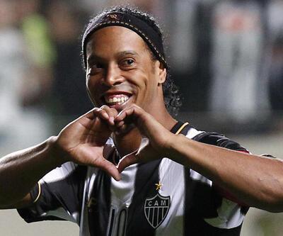 Efsane oyuncu Ronaldinho futbolu bıraktı