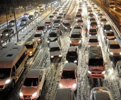 İstanbul'da kar trafiği felç etti: İşte trafikte son durum
