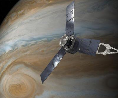 Jüpiter'in yörüngesinde gezen Juno'dan iki yeni fotoğraf