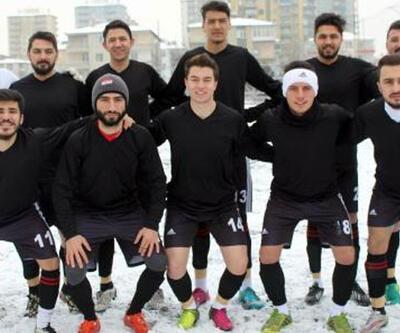 Kayseri'de 'Şehidimiz var maçı erteleyelim' talebi reddedilince siyah forma giydiler