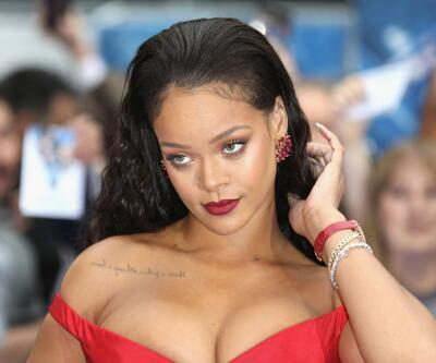 Rihanna'dan Super Bowl'a ret