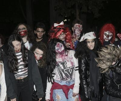 Atina'da Zombiler yürüdü