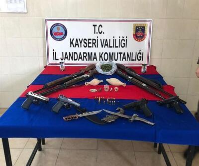 Jandarmadan 2 kentte silah kaçakçılığı operasyonu