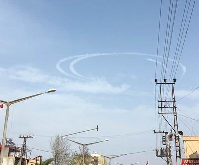 Türk savaş uçakları gökyüzüne hilal çizdi