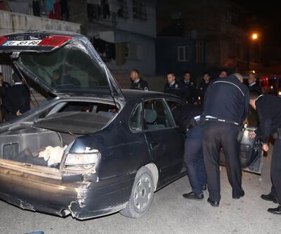 Adana'da film gibi olay: Polis araçlarına çarparak kaçtı