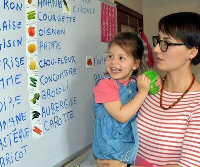Bu çocuk görenleri şaşırtıyor: 4 yaşında ama altı dil biliyor