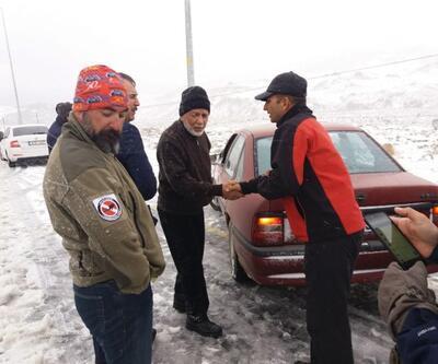 Erciyes Dağı'nda aniden bastıran kar ve tipi zor anlar yaşattı