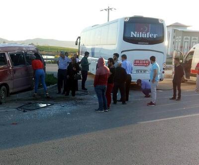 Yolcu otobüsü özel güvenlik görevlilerini taşıyan servisle çarpıştı