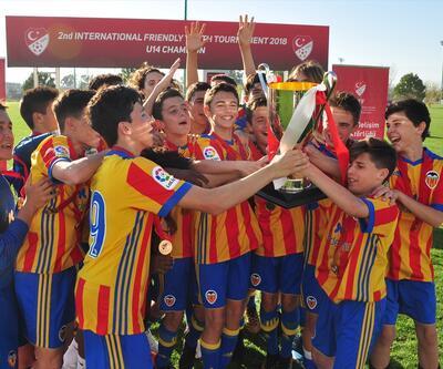 Valencia ve Shakhtar Donetsk şampiyon