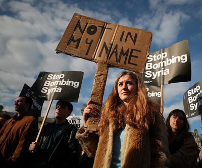 'Esad iyi bir insan!' diyerek parlamentoyu bastılar!