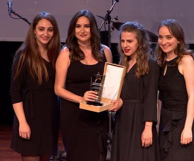 Duygu Demirdağ'a 'Yılın En Beğenilen Kadın Sunucusu' ödülü