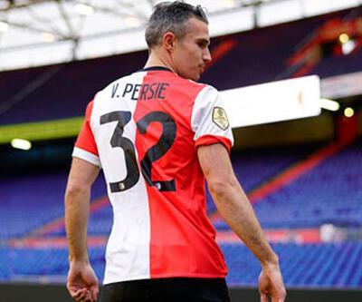 Robin van Persie futbolu bırakmıyor