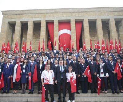Gençlik ve Spor Bakanı Osman Aşkın Bak Anıtkabir'de