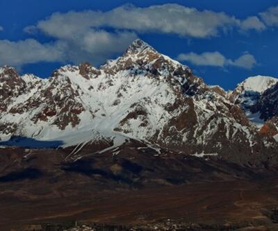 Demirkazık Dağı'nda 3 dağcı mahsur kaldı