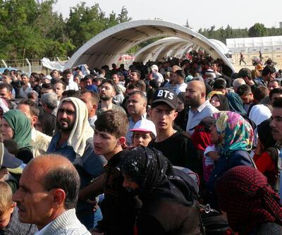 Bayram tatiline giden Suriyeliler sınırda izdihama yol açtı
