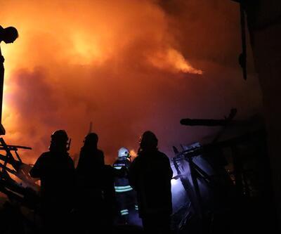Bolu'da büyük yangın: İki katlı 3 ev kül oldu