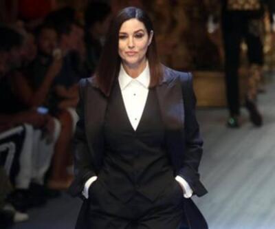 Monica Bellucci 53 yaşında podyuma çıktı