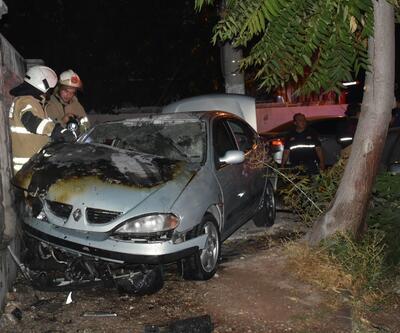 Kaza yapan otomobil duvara çarpıp alev aldı