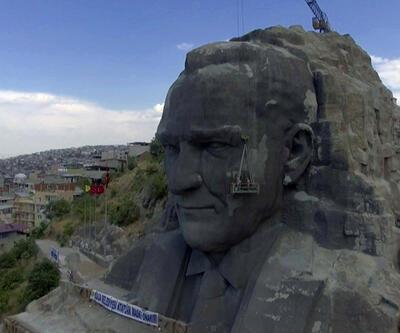 Dev Atatürk büstü böyle onarılıyor