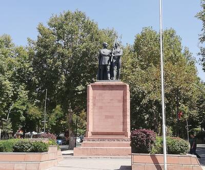 Çıplak heykele 'şort' talebi