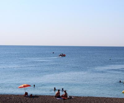 Antalya'nın ünlü sahilinde bavulu bulundu, polis alarma geçti