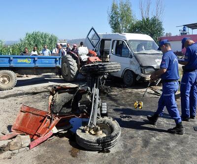 Manisa'daki feci kazada traktör ikiye bölündü: 12 yaralı