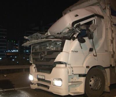 Yüksek gerilim hattı direği devrildi, 4 araç kaza yaptı