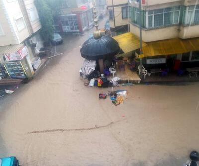 Şiddetli yağış tezgahları dağıttı