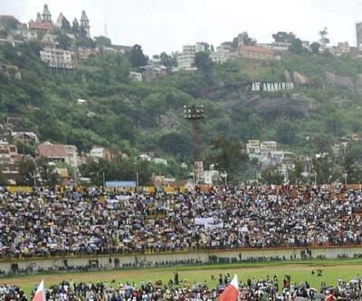 Madagaskar'da stadyumda izdiham