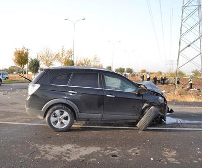 Polisleri taşıyan hafif ticari araç, tarlaya devrildi: 4'ü polis 5 yaralı