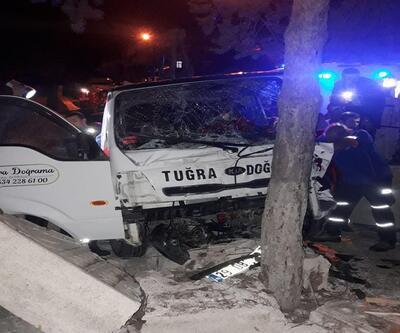Kamyonet mezarlık duvarına çarptı: 3'ü çocuk, 6 yaralı