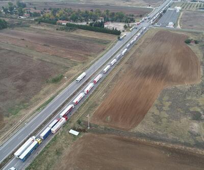 Kapıkule'de TIR şoförlerini isyan ettiren kuyruk 13 kilometreye uzadı