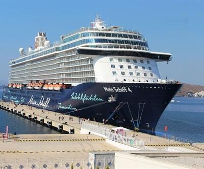 İki gemiyle 2 bin 895 turist geldi