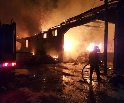 Pamukova'da kereste atölyesi alev alev yandı