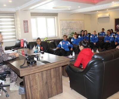 Hakkari Özel Harekat Şubesi'nden kadın futbolculara destek