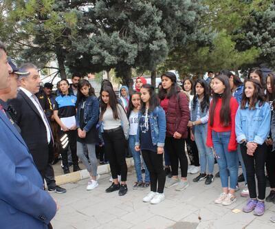 Hakkari Emniyeti, 150 öğrenciyi İstanbul ve Çanakkale'ye gönderdi